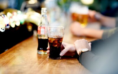 En kold Cola fra kassen