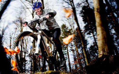Mountainbike er fantastisk i efteråret, hvor skoven eksploderer i farver