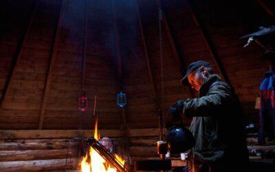 Åben ild i træhytte