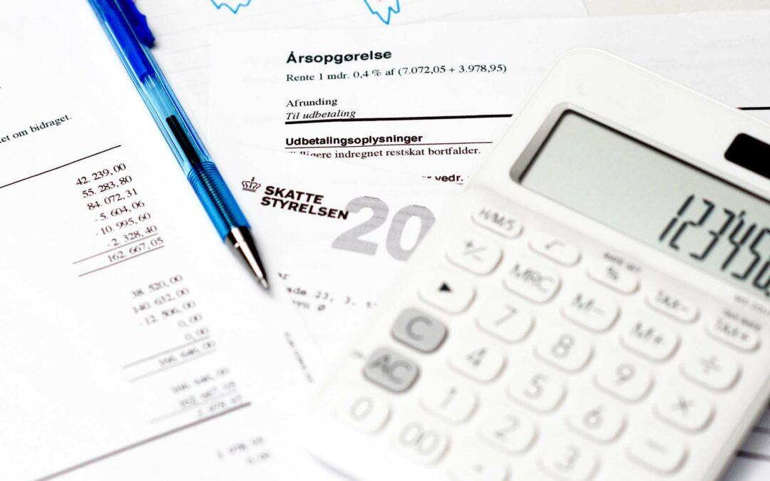 Billede af en årsopgørelse og regnskabsmidler